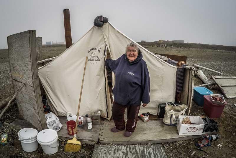 Eskimo-lady-in-arctic-tent